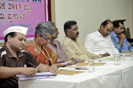 (From left): Sumith Negi of Aam Aadmi Party, Meenakshi Bharath of Lok Satta Party, Jeevan Kumar, professor of political science, Bangalore University, Ramesh Babu of Janata Dal (Secular), Mohamed Saquid of SDPI and Prakash of CPI(M) at the release of manifesto by Civil Society Forum in Bangalore on Tuesday. Photo: V.Sreenivasa Murthy